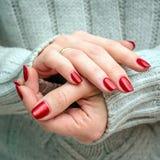 Heldere rode manicure Stock Foto