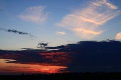 Heldere rode zonsondergang Royalty-vrije Stock Foto's