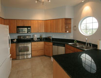 Heldere schone ruime keuken Royalty-vrije Stock Foto