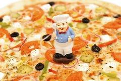 Heldere, smakelijke, smaakvolle pizza Goedgekeurd door de chef-kok Stock Foto