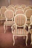 Heldere stoelen in de Jugendstilstijl stock foto's