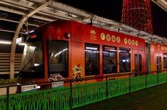 Heldere tram in Guangzhou-stad royalty-vrije stock fotografie