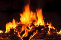Heldere vlam in de open haard royalty-vrije stock afbeeldingen