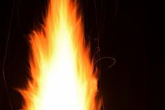 heldere vlambrand en fonkeling bij nacht, Stock Fotografie
