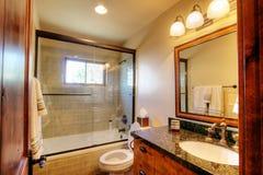 Heldere, vrolijke badkamers Stock Afbeeldingen