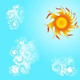 Heldere zon en wolken. Royalty-vrije Stock Afbeeldingen