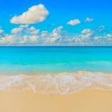 Heldere zonnige gele de reisachtergrond van het zandstrand Royalty-vrije Stock Afbeelding