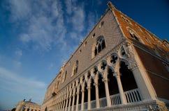 Heldere zonsopgang dichtbij Dogespaleis, Venetië stock foto