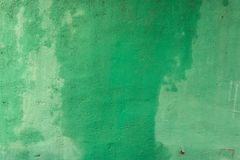 Heldergroene Muur - Natte Concrete Textuur Openlucht stock foto
