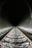 Helderheid aan het eind van de tunnel stock foto
