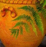 Helecho y naranja Terra Cotta Pot Foto de archivo