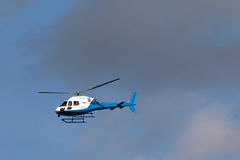 Helecopter bleu et blanc Photos libres de droits