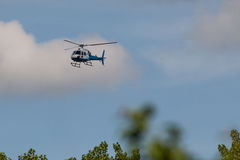 Helecopter bleu et blanc Images stock