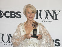 Helen Mirren Wins chez soixante-neuvième Tony Awards annuel en 2015 Photo libre de droits