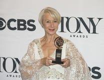 Helen Mirren Wins på 69th årliga Tony Awards i 2015 royaltyfri foto