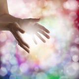 Helende handen en fonkelende energie Stock Foto