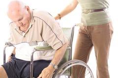Helfen der älteren Personen Stockbilder