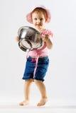Helfen des kleinen Mädchens stockfoto