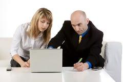 Helfen eines Abnehmers Lizenzfreie Stockbilder