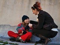 Helfen Sie für Obdachlosen lizenzfreie stockbilder