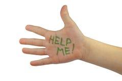 Helfen Sie mir! geschrieben auf die Hand des Kindes Lizenzfreie Stockbilder