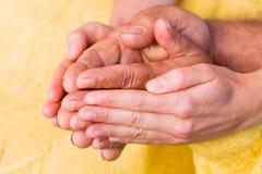 Helfende Hände Stockbild