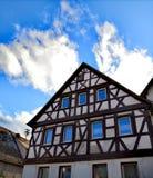 Helft-betimmerd huis in het Duitse binnenland stock foto's