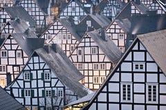 Helft-betimmerde huizen in detail in Duitsland stock foto's