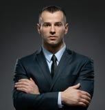 Helft-lengte portret van manager met gekruiste wapens Royalty-vrije Stock Foto