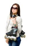 Helft-lengte portret van tiener die rolschaatsen overhandigen Stock Foto