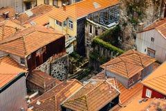 Helft-vernietigd oud huis in oude stad Stock Afbeelding