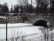 Helg nära floden Jalgava till floder, land Lettland, i vintern Royaltyfria Foton
