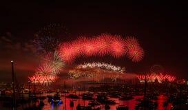Helgdagsafton 2013 fyrverkeriSydney för nya år royaltyfria foton