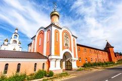 Helgedom-VarsonofievskyPokrovo-Selischenskiy nunnekloster arkivfoton