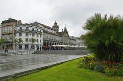 Helgedomkorskyrka eller Igreja de Santa Cruz i mitten av Braga Royaltyfri Foto
