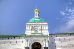 Helgedomportar och porttorn St Sergius Lavra för helig Treenighet Royaltyfri Foto