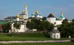 HelgedomTreenighet-Sten Sergius Lavra, Ryssland Fotografering för Bildbyråer