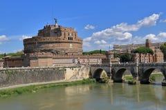 Helgon Angel Castle och helgon Angel Bridge i Rome, Italien Fotografering för Bildbyråer