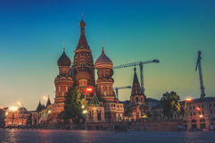 Helgon Basil Cathedral i Moskva, Ryssland på röd fyrkant på solnedgången Arkivfoton