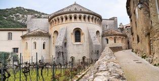 Helgon-Guilhem-le-désert Gellone abbotskloster Fransk medeltida by södra france Unesco-världsarv Fotografering för Bildbyråer