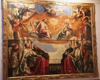 Helgon i en målning i ett museum i Lombardia, Italien Royaltyfri Bild
