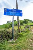 Helgon-Jean-Pied-de-port - öppet tecken Roncevaux för Pyrenean rutt arkivbilder