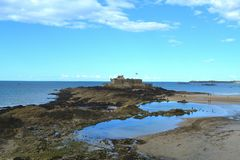 Helgon Malo Castle i det mitt- tidvattnet, Frankrike Fotografering för Bildbyråer