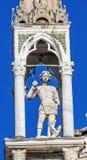 Helgon Michael Statue Saint Mark & x27; s-kyrka Venedig Italien Arkivbild