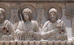 Helgon och änglar, Baptisterygarnering, domkyrka i Pisa arkivfoto