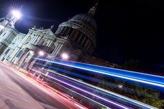 Helgon Paul Cathedral på natten från London, Förenade kungariket royaltyfri foto