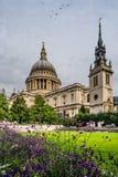 Helgon Pauls Cathedral i London, England Royaltyfri Fotografi