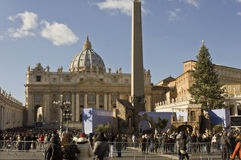Helgon Peter Basilica från helgonet Peters Square arkivbilder