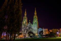 Helgon Peter och Paul Church på natten i San Francisco royaltyfri fotografi