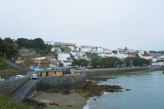 Helgon Peter Port på ön av Guernsey Royaltyfri Bild